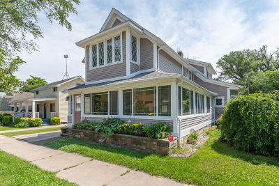 South Haven Single Family Home For Sale: 557 Kalamazoo St Street