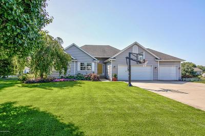 Zeeland Single Family Home For Sale: 1718 Garden View Court