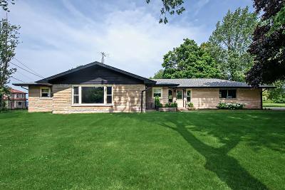 Benton Harbor Single Family Home For Sale: 2220 M 63