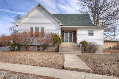 Belding Single Family Home For Sale: 110 W High Street