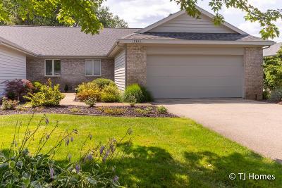 Rockford Condo/Townhouse For Sale: 7810 Oakmont Court NE #39