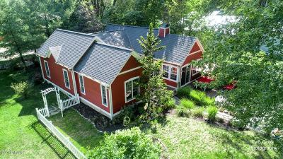 Saugatuck, Douglas Single Family Home For Sale: 164-166 Union Street
