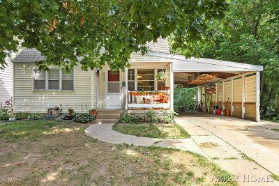 Grand Rapids Single Family Home For Sale: 2920 Belknap Avenue NE