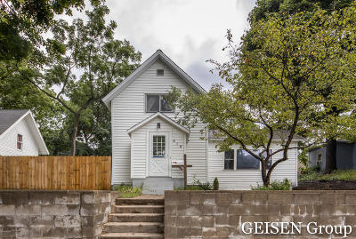 Single Family Home For Sale: 616 Pleasant Street