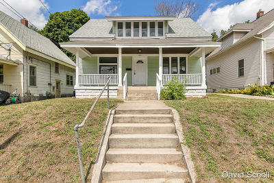 Single Family Home For Sale: 441 Delaware Street SE