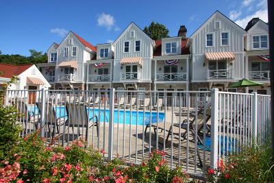 Holland, West Olive, Zeeland Condo/Townhouse For Sale: 2049 Lake Street #2J