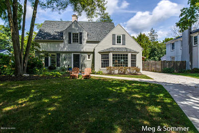 East Grand Rapids Single Family Home For Sale: 2621 Oakwood Drive SE