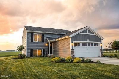 Middleville Single Family Home For Sale: 873 Oak Wind Court