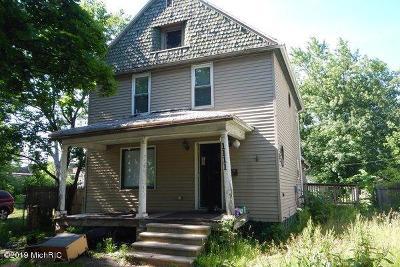 Single Family Home For Auction: 1111 Clinton Avenue
