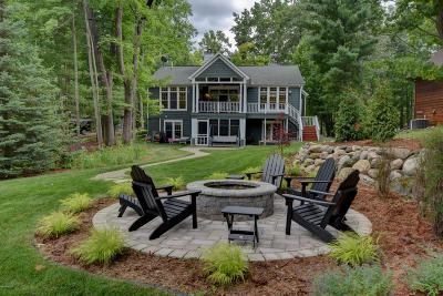 Single Family Home For Sale: 4464 Queens Way