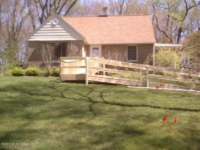 Ottawa County Single Family Home For Sale: 15606 Quincy Street