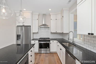 Grand Rapids Condo/Townhouse For Sale: 623 Fairview Avenue NE #2