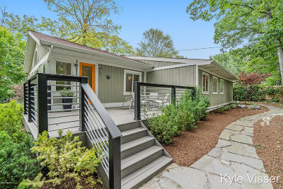Grand Rapids Single Family Home For Sale: 3645 Reeds Lake Boulevard SE
