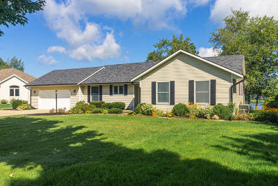 Berrien County, Branch County, Calhoun County, Cass County, Hillsdale County, Jackson County, Kalamazoo County, St. Joseph County, Van Buren County Single Family Home For Sale: 24548 Butternut Drive