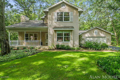 Rockford Single Family Home For Sale: 8565 Winter Forest Drive NE
