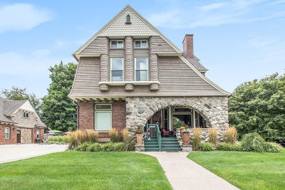 Clinton County, Gratiot County, Isabella County, Kent County, Mecosta County, Montcalm County, Muskegon County, Newaygo County, Oceana County, Ottawa County, Ionia County, Ingham County, Eaton County, Barry County, Allegan County Single Family Home For Sale: 303 S Courtland Street
