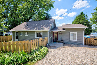 Clinton County, Gratiot County, Isabella County, Kent County, Mecosta County, Montcalm County, Muskegon County, Newaygo County, Oceana County, Ottawa County, Ionia County, Ingham County, Eaton County, Barry County, Allegan County Single Family Home For Sale: 10806 Wildwood Road