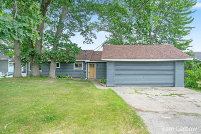 Clinton County, Gratiot County, Isabella County, Kent County, Mecosta County, Montcalm County, Muskegon County, Newaygo County, Oceana County, Ottawa County, Ionia County, Ingham County, Eaton County, Barry County, Allegan County Single Family Home For Sale: 5800 Cutler Road