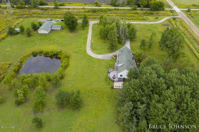 Clinton County, Gratiot County, Isabella County, Kent County, Mecosta County, Montcalm County, Muskegon County, Newaygo County, Oceana County, Ottawa County, Ionia County, Ingham County, Eaton County, Barry County, Allegan County Single Family Home For Sale: 3885 Ensley Road