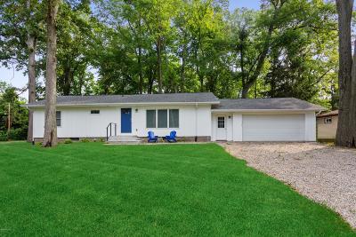 New Buffalo MI Single Family Home For Sale: $324,900