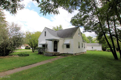 Clinton County, Gratiot County, Isabella County, Kent County, Mecosta County, Montcalm County, Muskegon County, Newaygo County, Oceana County, Ottawa County, Ionia County, Ingham County, Eaton County, Barry County, Allegan County Single Family Home For Sale: 328 W Washington Street