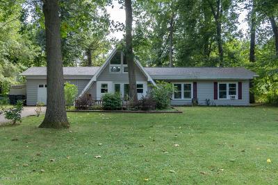 St. Joseph Single Family Home For Sale: 1900 Derfla Drive