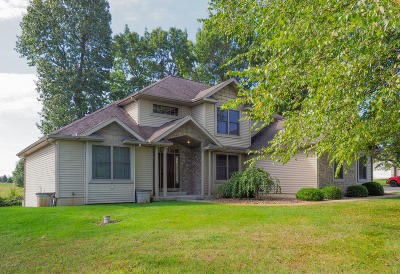 Single Family Home For Sale: 61721 Stonegate Drive