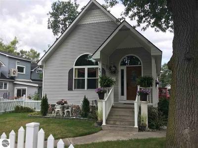 Traverse City Single Family Home For Sale: 831 Washington Street