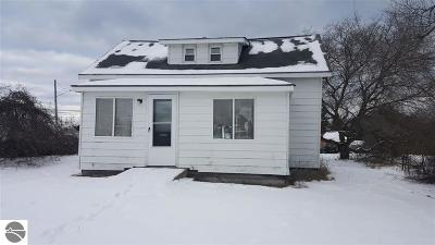 Oscoda Single Family Home For Sale: 201 2nd Street