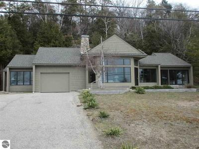 Benzie County Single Family Home For Sale: 3324 Crystal Drive