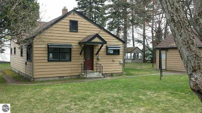 East Tawas Single Family Home For Sale: 2968 Wolverine Drive