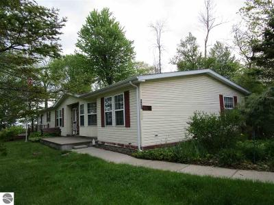 East Tawas Single Family Home For Sale: 527 Lakewood Drive