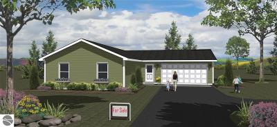 Traverse City Single Family Home Back On Market: 1 Wren Drive