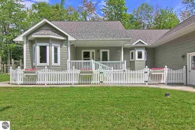 Benzie County Single Family Home For Sale: 4546 Birch Point Road