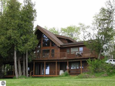 Leelanau County Single Family Home For Sale: 3924 N West Bay Shore