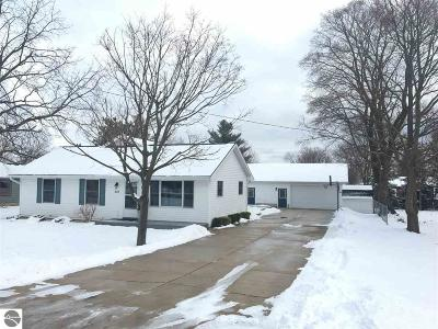 Elk Rapids MI Single Family Home For Sale: $225,000