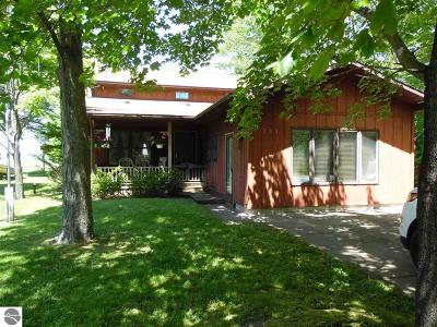 East Tawas Single Family Home For Sale: 335 Lakewood Drive