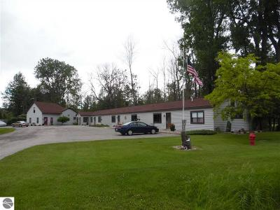 Tawas City Commercial For Sale: 1008 W Lake Street