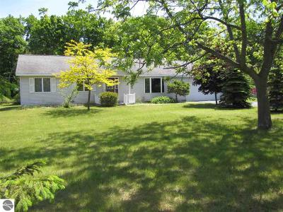 Elk Rapids MI Single Family Home For Sale: $236,900