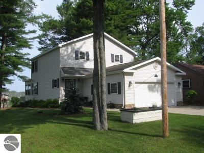 East Tawas Single Family Home For Sale: 717 Rainbow Drive