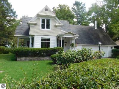 Traverse City Single Family Home For Sale: 702 Monroe