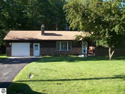 East Tawas MI Single Family Home For Sale: $149,000
