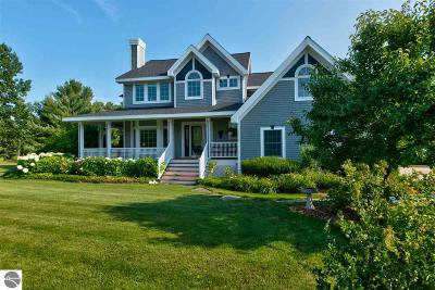 Traverse City Single Family Home For Sale: 4600 Ridgewood Road