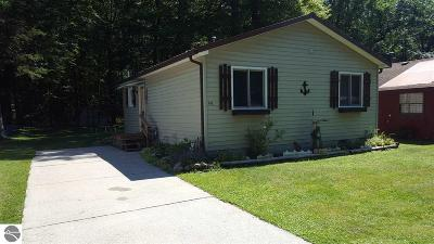 East Tawas Single Family Home For Sale: 142 Wood Road