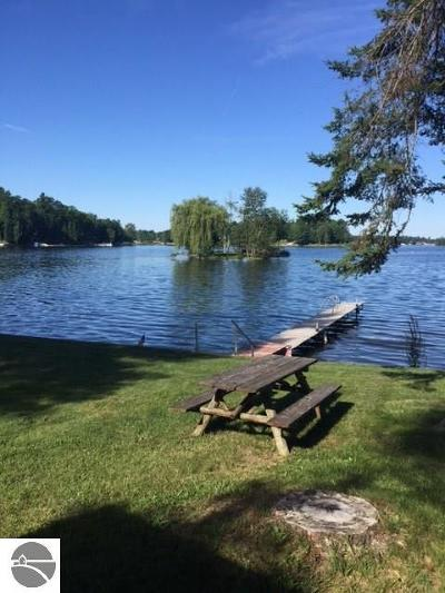 West Branch Single Family Home For Sale: 3086 N Ogemaw Trail