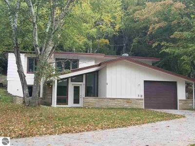 Benzie County Single Family Home For Sale: 413-415 Leelanau