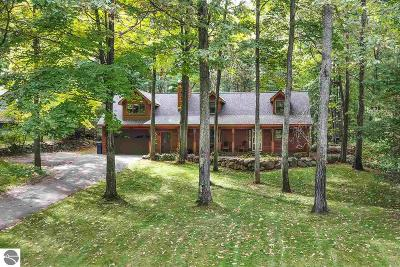 Traverse City Single Family Home For Sale: 4301 Baywood Drive