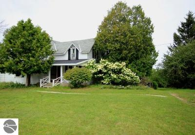 Leelanau County Single Family Home New: 1042 W Harbor Highway