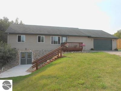West Branch Single Family Home For Sale: 2097 Vicki Lane