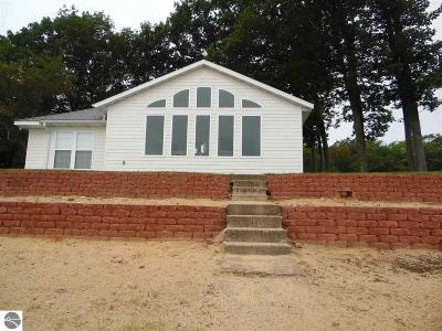 Tawas City Single Family Home For Sale: 1537 Douglas Drive